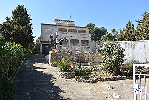 Beautiful detached villa with large plot in the Nou Vendrell urbanization